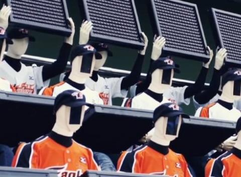 News video: Baseball Team Features Robotic Fans